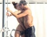 Adrien Brody, show erotic cu iubita, sub duş