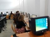 Afacerea Microsoft pe banii elevilor