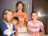 Ajută 4 fetiţe orfane de ambii părinţi să aibă o locuinţă şi lemne de foc pentru iarnă!