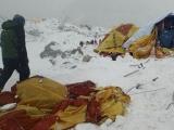 Alpiniști români blocați pe Everest în urma cutremurului din Himalaya