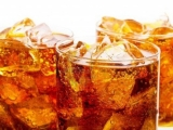 Apa din CUBURILE DE GHEAȚĂ din băuturi conţine mai multe BACTERII decât cea de la TOALETĂ