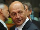 Băsescu abandonează dacă participarea este sub 50% şi votul este negativ - dacă se revizuieşte Constituţia