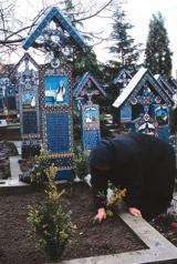Cimitirul Vesel de la Săpânţa, una din atracţiile Maramureşului
