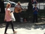 Copilul care a emoţionat o ţară cu talentul său, DIRECT în stradă!