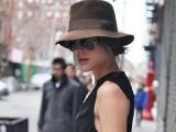 Cum porţi pălărie fără să îţi strici coafura