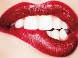 Cum să-ţi albeşti natural dinţii, cu ajutorul fructelor
