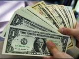 Dolarul a atins un nou record. Se apropie vertiginos de moneda europeană