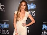 Jennifer Lopez, cu sânii la vedere la People Magazine Awards