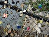 """""""Lacătele iubirii"""" din PARIS sunt în pericol"""
