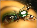 Modă periculoasă: bijuterii în ochi