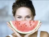 Pepenele roșu, fructul care te face mai frumoasă
