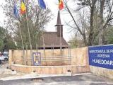 Poliția și-a făcut biserică în curte. Preot, purtătorul de cuvânt