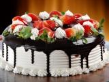 REȚETA ZILEI: Tort aniversar cu ciocolată și căpșuni