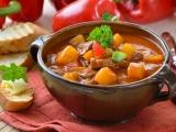 Rețeta zilei: Gulaș cu cartofi și carne de vită