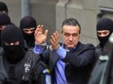 Scandal în pușcărie între Becali și Voicu: unul cântă, altul sforăie