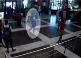 Teroristul din Burgas, filmat în aeroport: bărbat cu pielea deschisă la culoare şi părul lung VIDEO