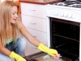 Trucuri rapide și eficiente de curățat cuptorul