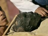 Tutankhamon a ars în sarcofag