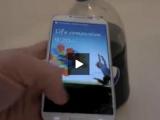 VIDEO Uite cum reacționează un Smartphone într-o baie de Pepsi