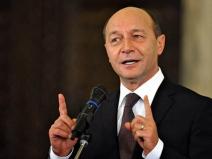 """Băsescu: """"�mi pare rău că rom�nii au de ales �ntre o marionetă și un(...)"""