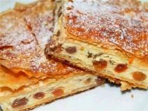 Rețeta zilei: Plăcintă cu brânză dulce şi stafide