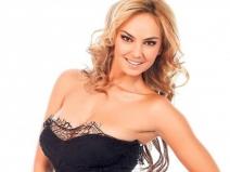 Roxana Ionescu îţi dă reţeta unui ten perfect, cu bani puțini