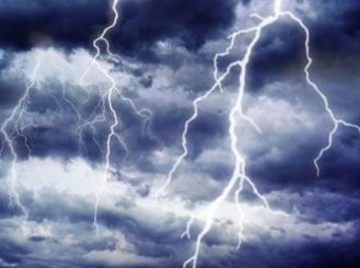 alerta-meteo-ploi-cu-vijelii-si-descarcari-electrice-pana-maine-seara-46476-1.jpg