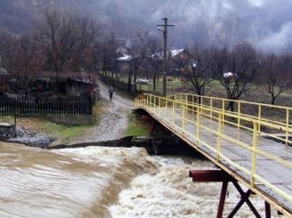 avertizare-cod-galben-de-inundatii-pe-rauri-din-hunedoara-arad-timis-sibiu-alba-si-suceava-46516-1.jpg