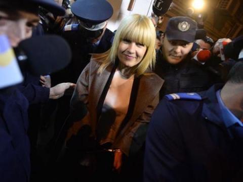 Elena Udrea vrea să fie pusă față-n față cu denunțători ...