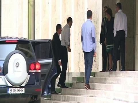 Victor Ponta s-a întors în România. Când îşi reia manda ...