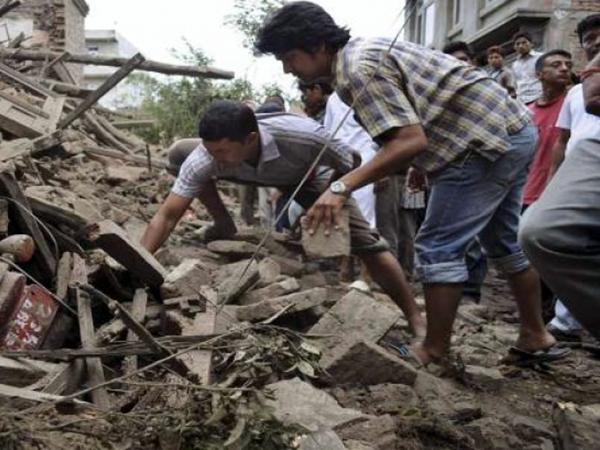 Bilanț oficial: Peste 3200 de morți în urma cutremurului din Nepal. Multe persoane sunt încă prinse sub dărâmături