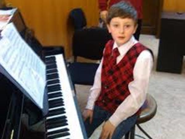 Un avocat ieșean salvează viața unui geniu al muzicii. Despăgubire de 1 milion de euro după ce mama acestuia a fost ucisă